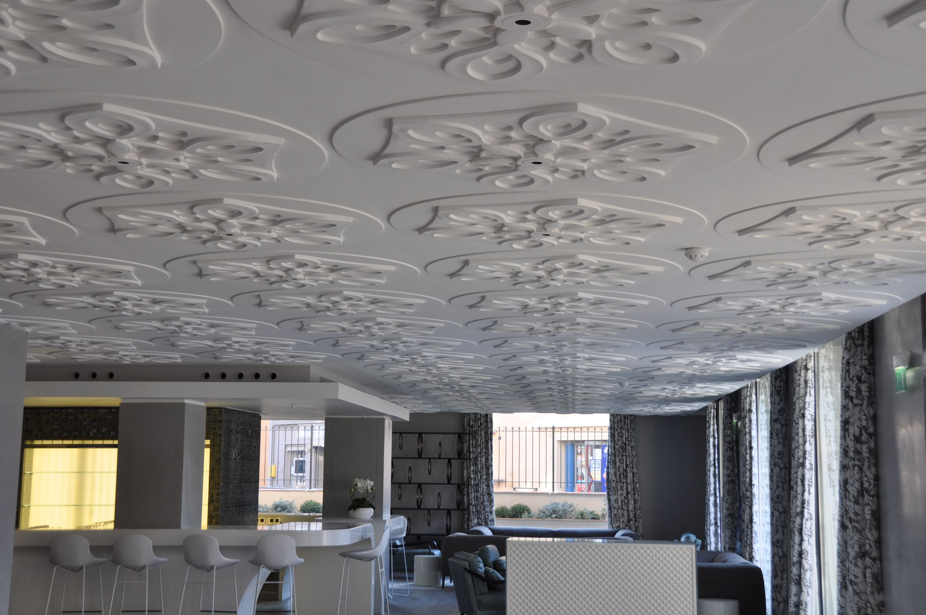 Plafond en staff hotel de paris saint tropez par staff d coration plafonds en staff - Hotel miroir plafond paris ...