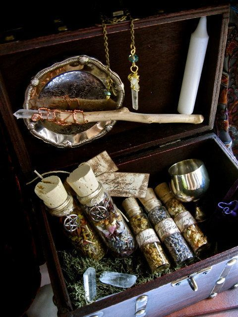 Needing myself a box like this. This one contains a lovely wand, brass goblet, herbal vials, white pure candles, crystals. Good stuff :)