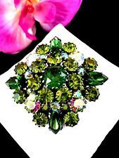 DAZZLING SIGNED AUSTRIA SHADES OF GREEN AB RHINESTONE TIERED FLORAL BROOCH PIN