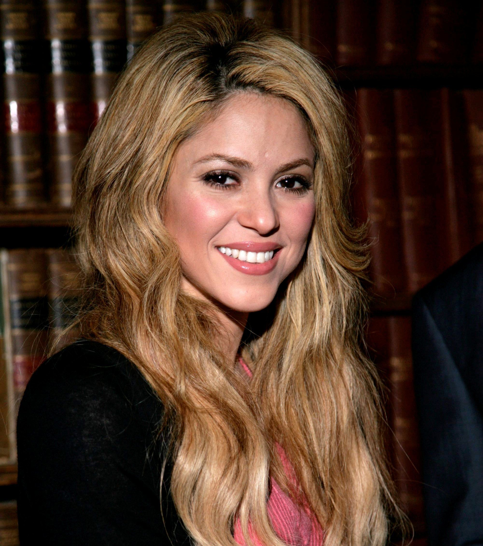 "( ☞ 2014 & 2015 ★ CELEBRITY MUSIC ★ SHAKIRA "" Pop ♫ Latin pop ♫ rock en español ♫ dance ♫ folk ♫ world ♫ "" ) ★ ♪♫♪♪ Shakira Isabel Mebarak Ripoll - Wednesday, February 02, 1977 - 5' 2"" 125 lbs 34-24-37 - Barranquilla, Colombia."