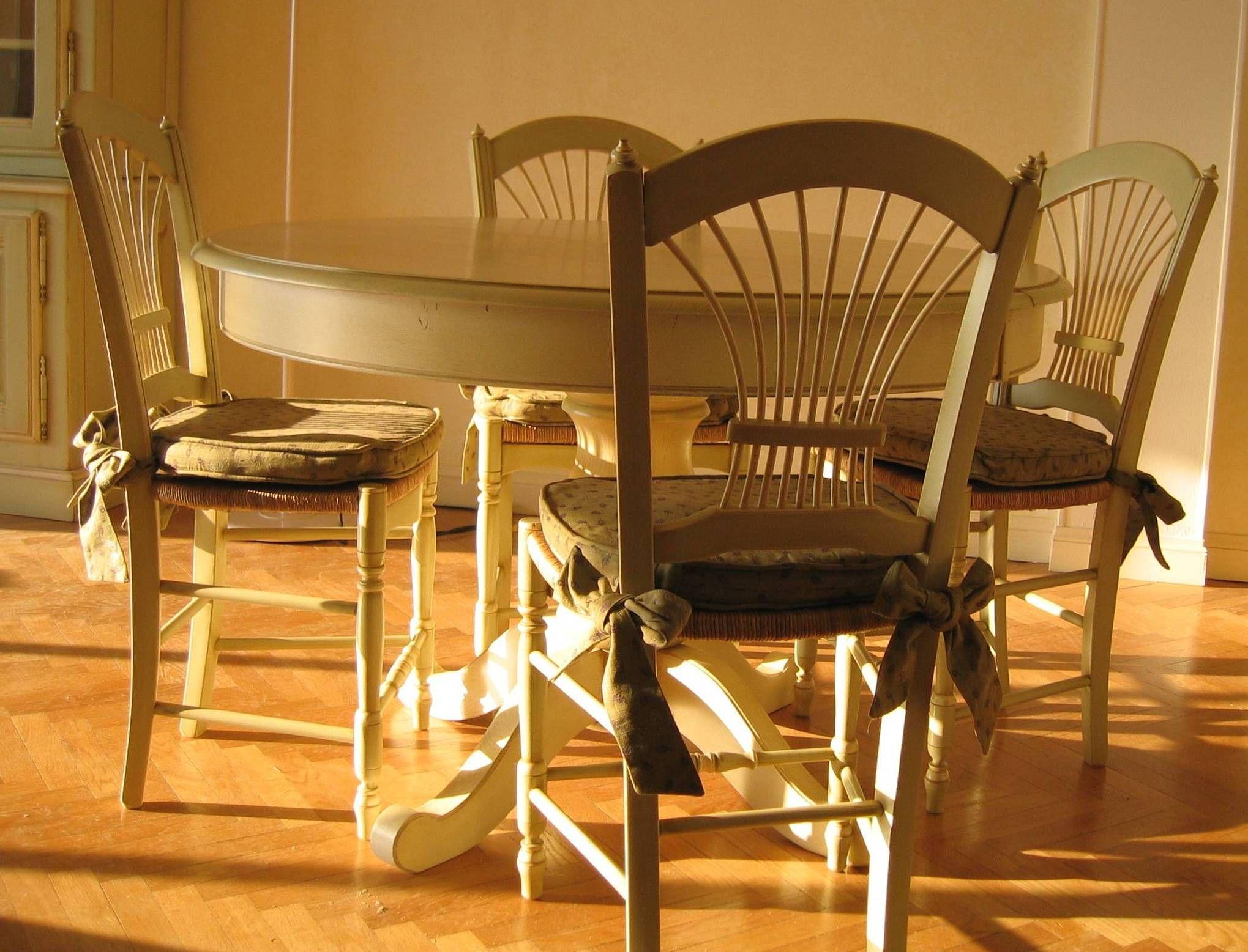 Pour Etre En Provence Toute L Annee Table Pied Central Ronde De