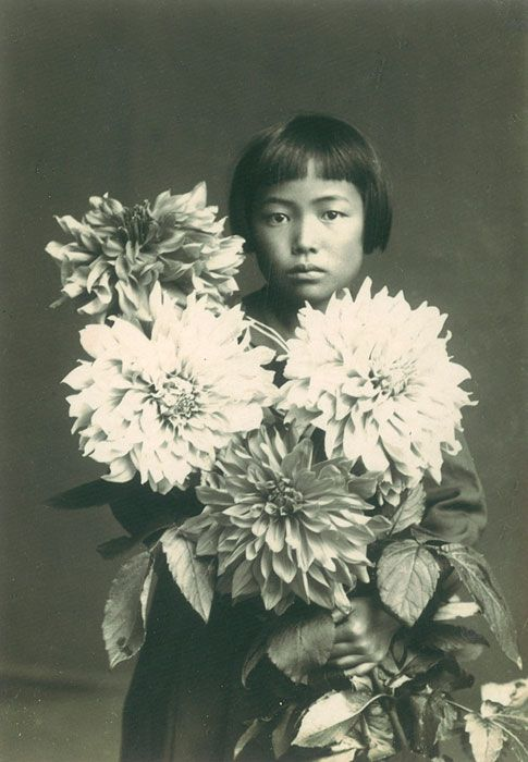 Around the age of ten, Kusama begins using polka dots and net motifs in her drawings, watercolours, pastels and oils. She later attributes this to a series of hallucinations, the result of a volatile family environment.  Yayoi Kusama, 1939 / Image courtesy: Ota Fine Arts, Tokyo / © Yayoi Kusama, Yayoi Kusama Studio Inc.