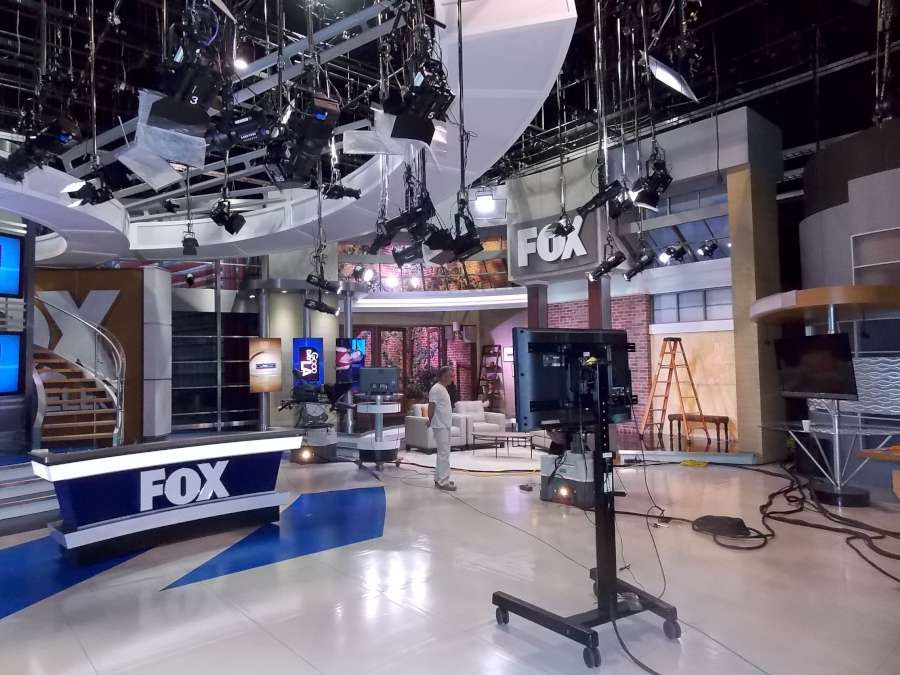 Home Los Angeles News Fox 11 La Kttv Tv Set Design Los Angeles Los Angeles Area
