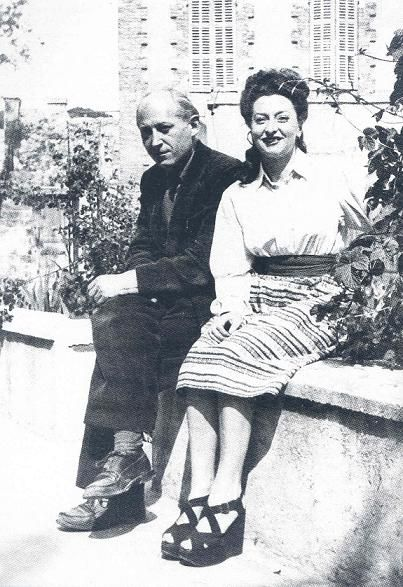 Benjamin Peret and Remedios Varo sitting in front of Villa Air-Bel, Marseilles 1941 | Varo, Remedios varos, Frida kahlo y diego