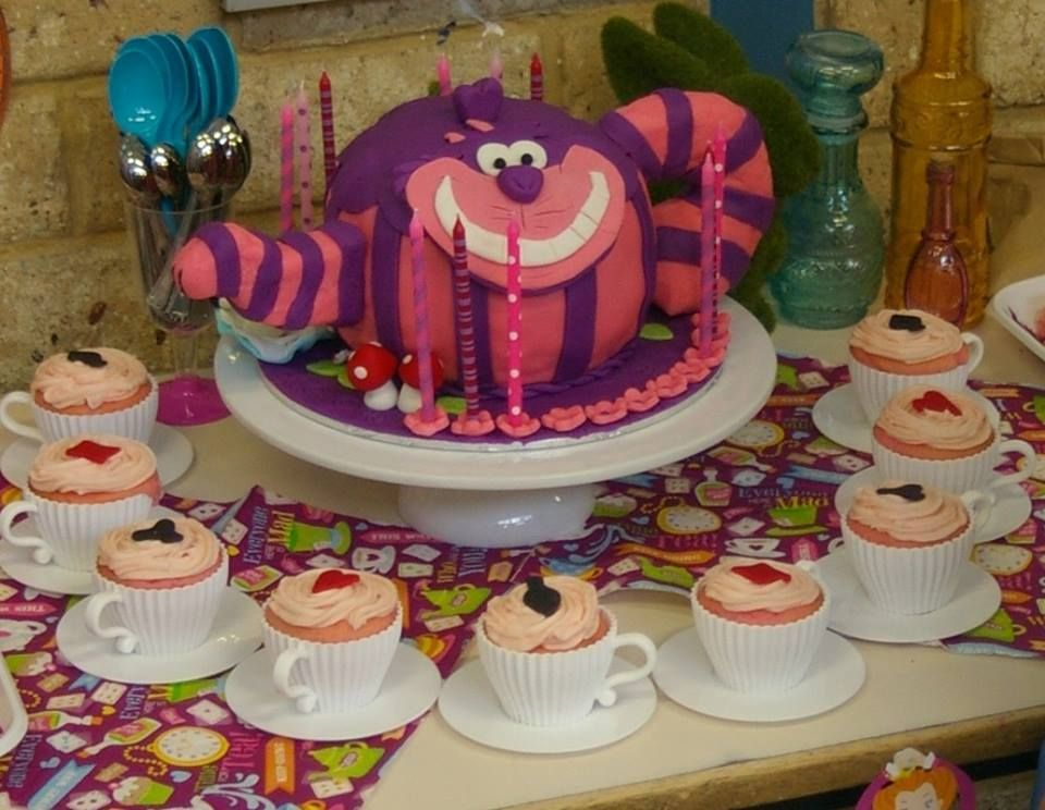 Sharing Sunday The Best Home Decorated Cakes Alice in Wonderland