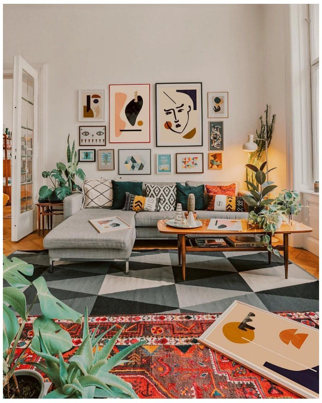 A Rental Apartment In Germany Is A Gorgeous Mix Of Mid Century Modern Boho And Scandinavi Small Modern Living Room Small Living Room Decor Bright Living Room