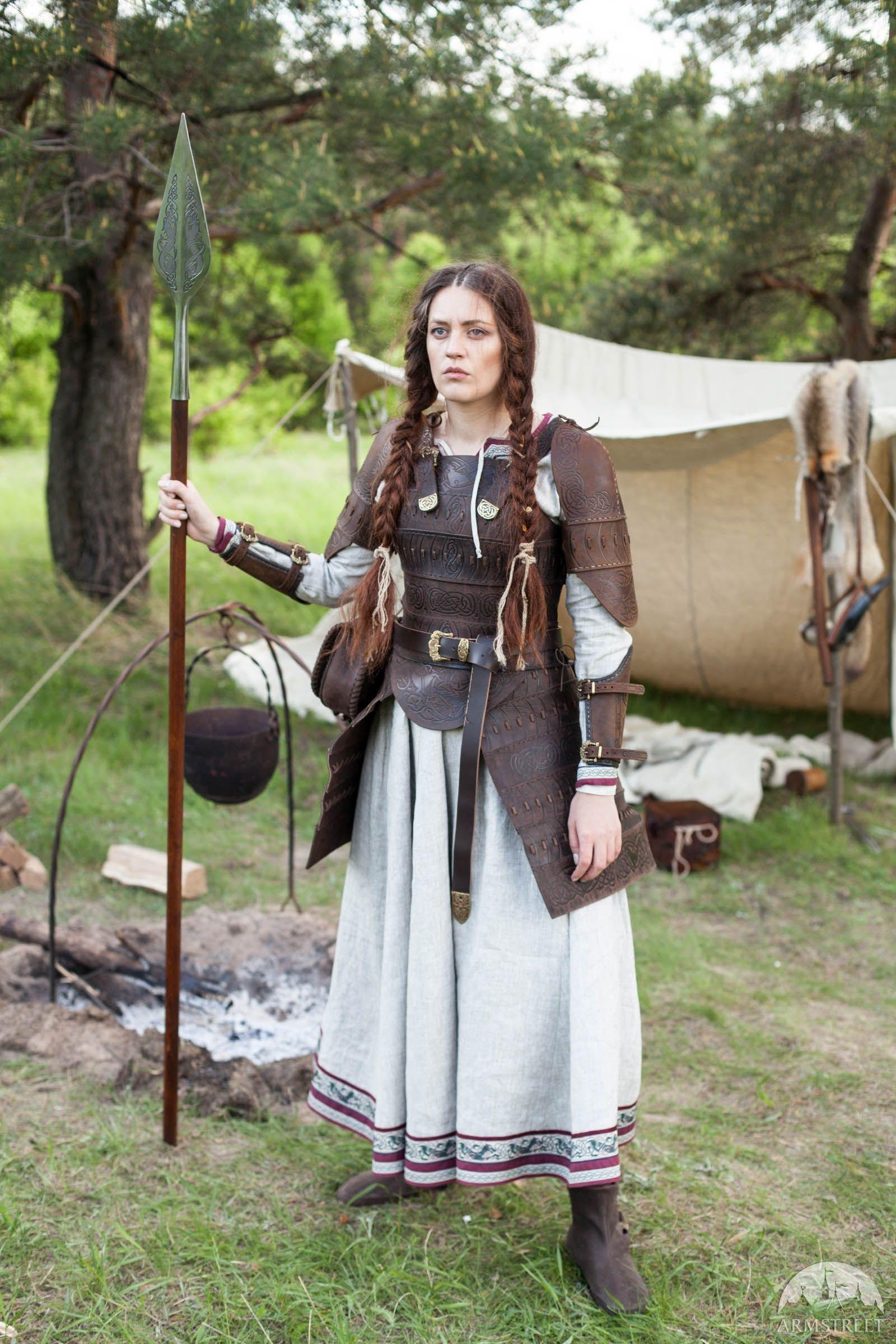 Armure de cuir pour femmes « Skjaldmö » par ArmStreet  sc 1 st  Pinterest & Armure de cuir pour femmes « Skjaldmö » | Pinterest | Vikings LARP ...