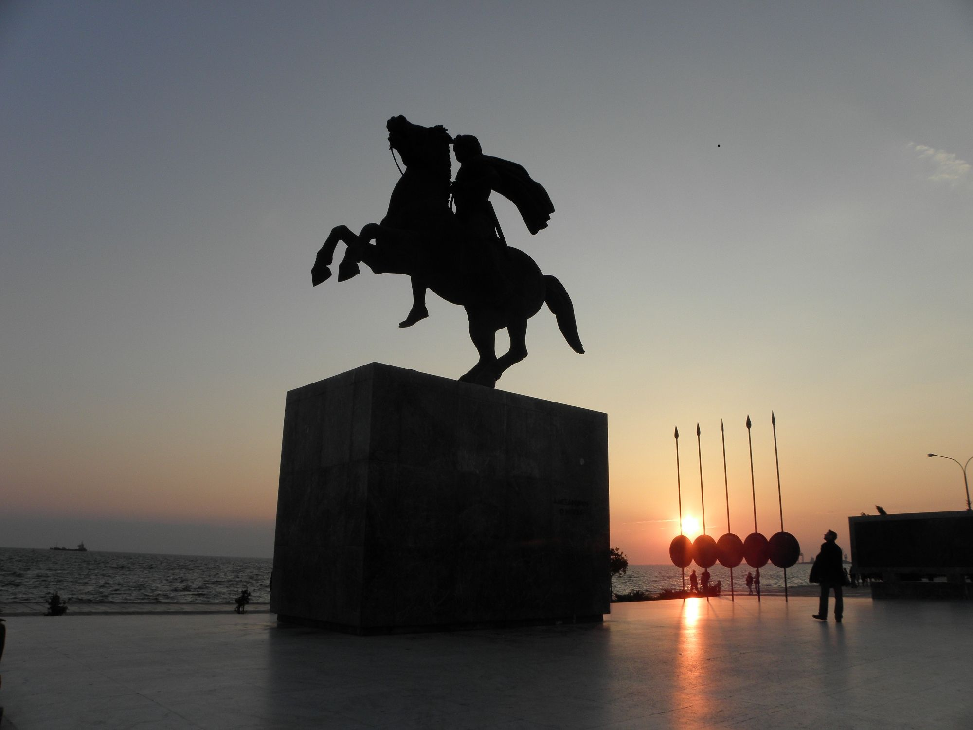 VISIT GREECE Statue of Alexander the Great in Thessaloniki