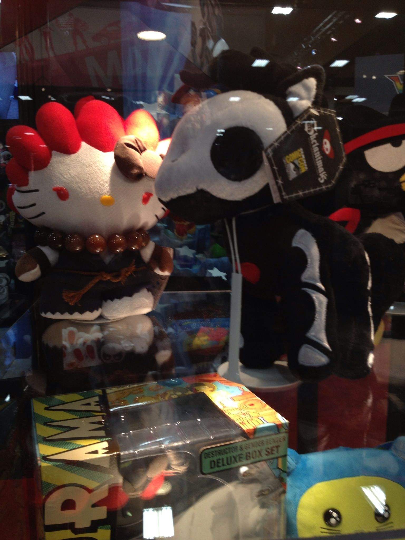 Comic Con 2013 Exclusives: Ryu Badtz Maru, Shin Akuma Hello Kitty (Street Fighter), and Skelanimals