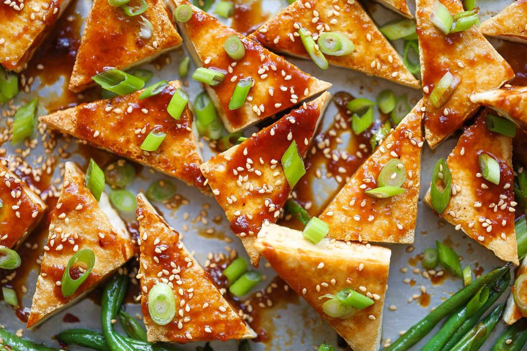 Sheet Pan Honey-Sesame Tofu and Green Beans #pescatarianrecipes