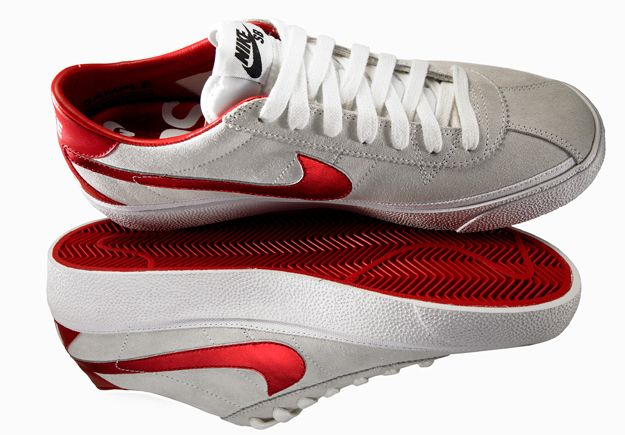 548ed6eb515 Supreme Nike SB Bruin White Red - Back to the future nikes Marty Mcfly