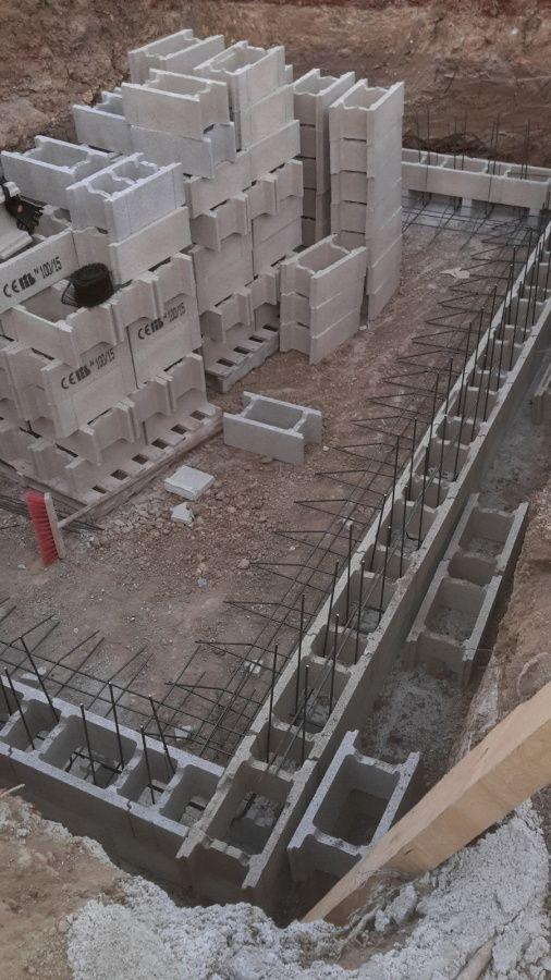 R aliser une piscine en dur avec agglo bancher et b ton en 2019 piscines piscine en dur - Construire une piscine hors sol en beton ...