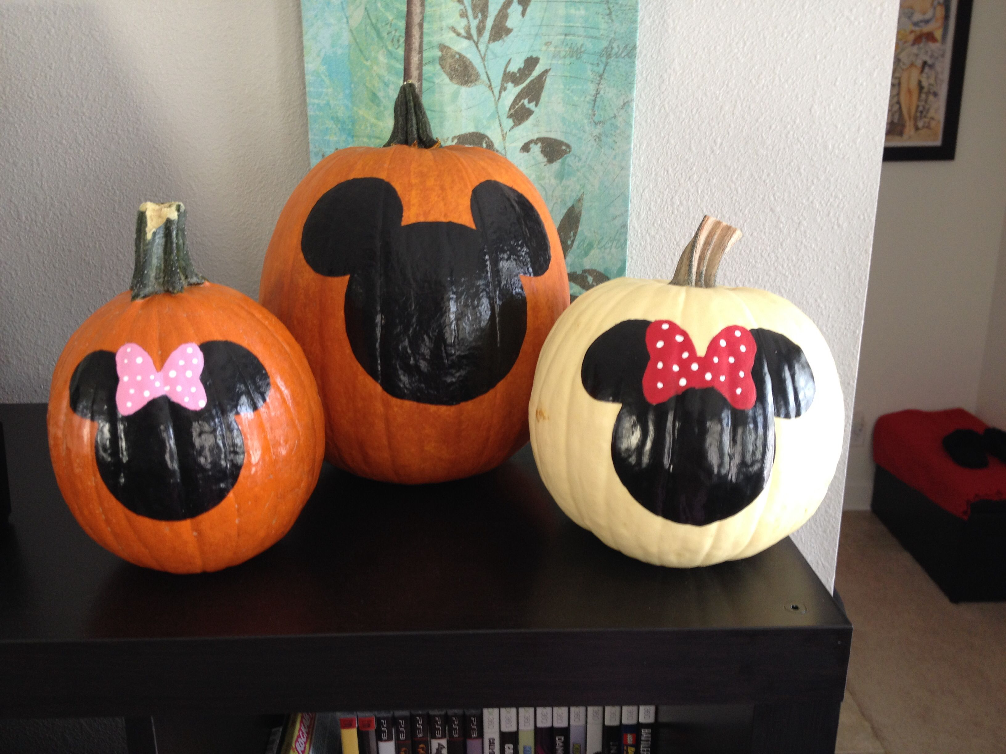 Painted Mickey and Minnie family pumpkins Milas School Halloween - Minnie Mouse Halloween Decorations