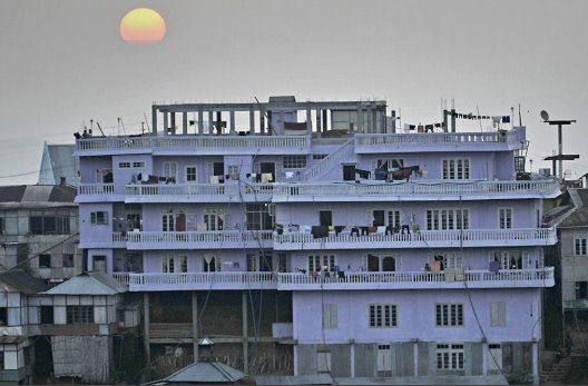 A view of the 100-room, four-story home of Ziona Chana, 67, the man with  the largest family in the world. Mr. Chana has 39 wives, 94 ch… | World,  Mizoram, New world