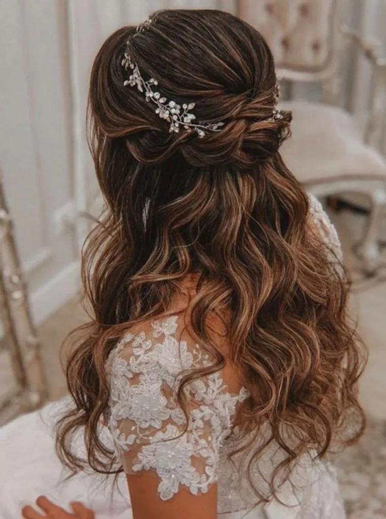 29 impresionantes peinados de boda para la novia elegante 28 #weddinghairstyles  – Boda fotos