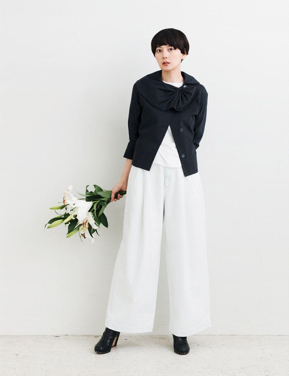 花を持った菊池亜希子