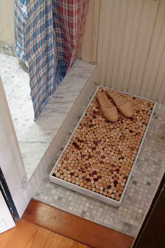 """{Wine Corks Upcycling} """"Fill a shadwbox with hundreds of corks upright and use it as a bath mat.   Yes, folks…it really, truly works."""" *Interesting, very interesting. What do you think?"""