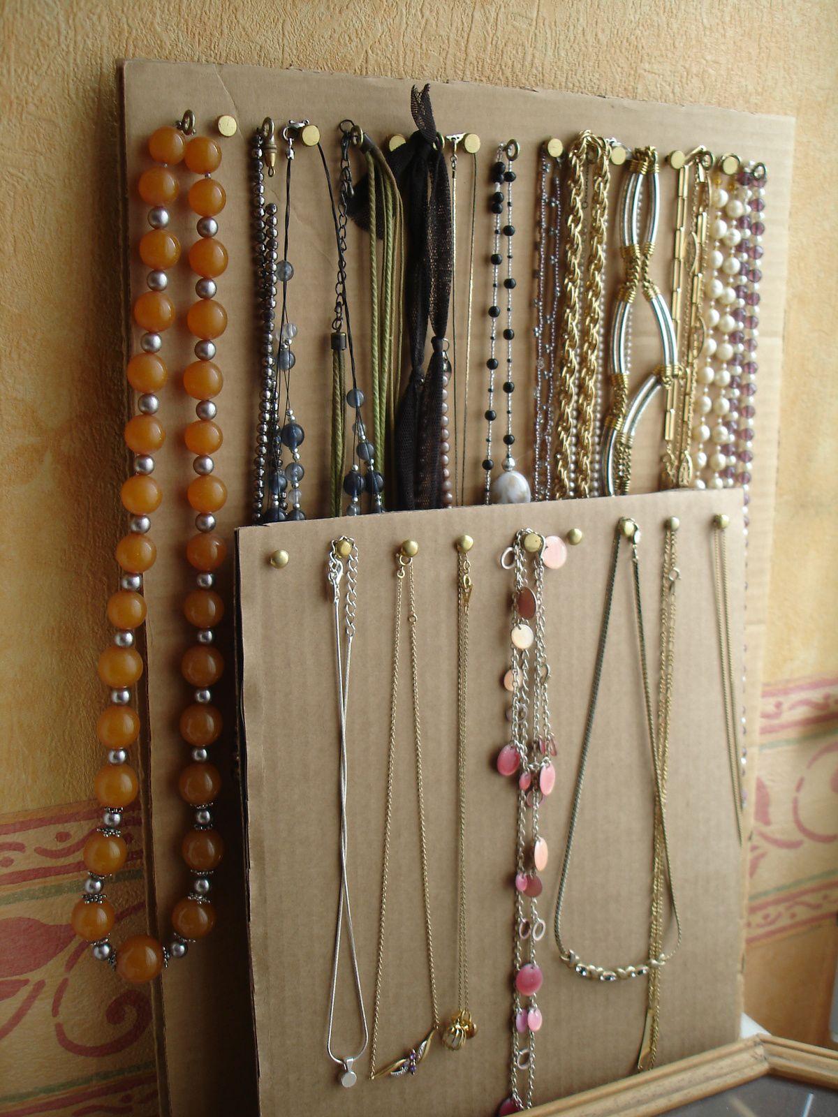 Cartons à colliers | Présentoir bijoux, Rangement bijoux, Presentoir collier