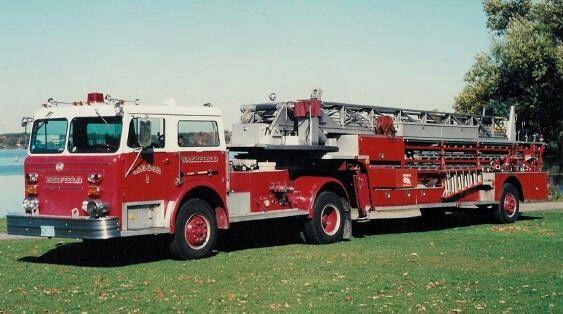 Wakefield MA Ladder 1 - 1975 Maxim 100' tda