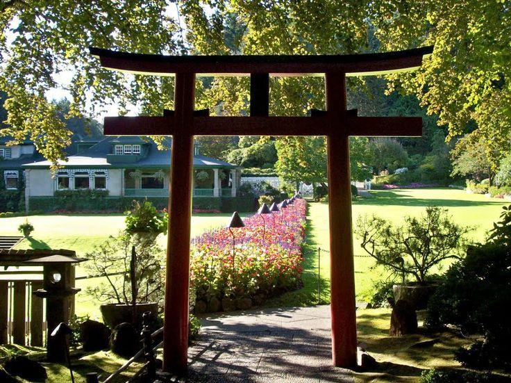 Japanese Garden gate in Butchart Gardens | Mapio.net #butchartgardens
