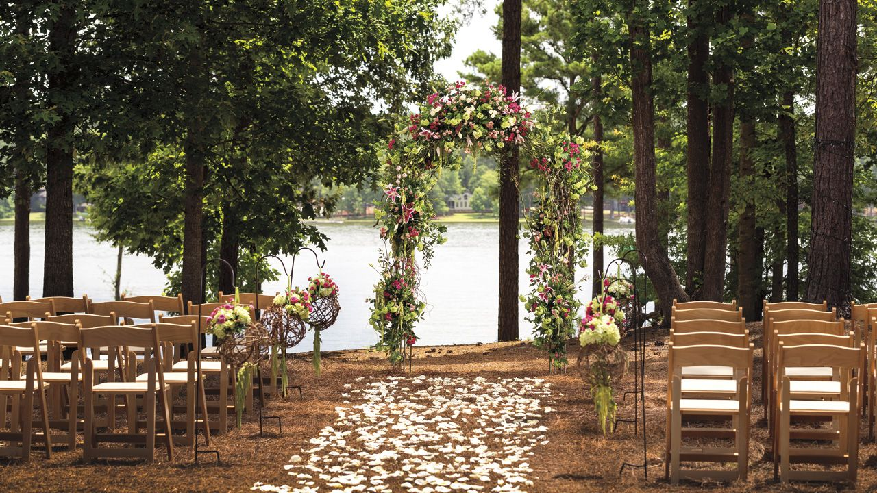 An intimate lakeside venue perfect for wedding ceremonies