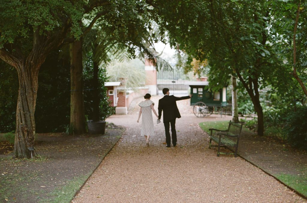 This seems like the loveliest wedding. Simple, pretty, vintage.