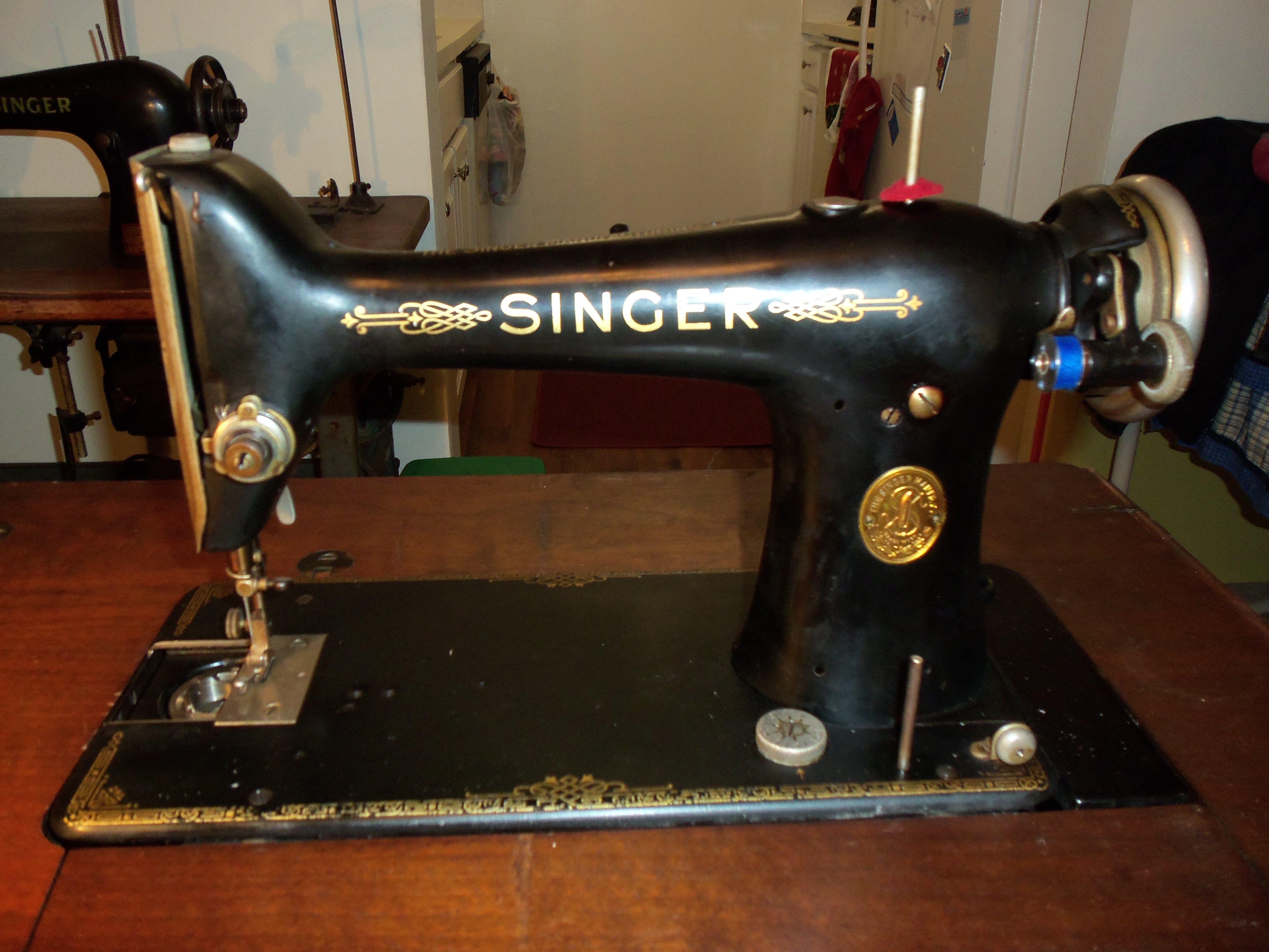 1927 Vintage Singer model 101-3, serial number AB571358 w/ #20 ...