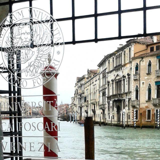 Shared by springairandcandles #landscape #contratahotel (o) http://ift.tt/1UNHqrZ a decent view right?! #venezia #venice #university #uniwhere #canal #view #cafoscari  #architecture #rain #rainyday #gloomy #gate #igersvenezia #igersveneto