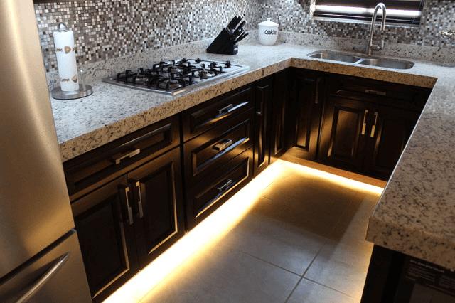 under cabinet toe kick lighting for