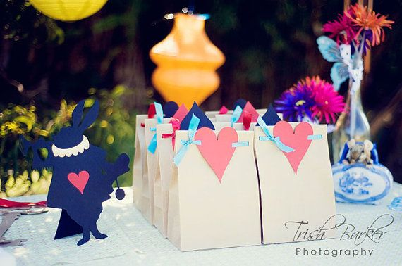 Alice In Wonderland Treat Bags This Is So Much Easier Than What I Am Making As Gifts