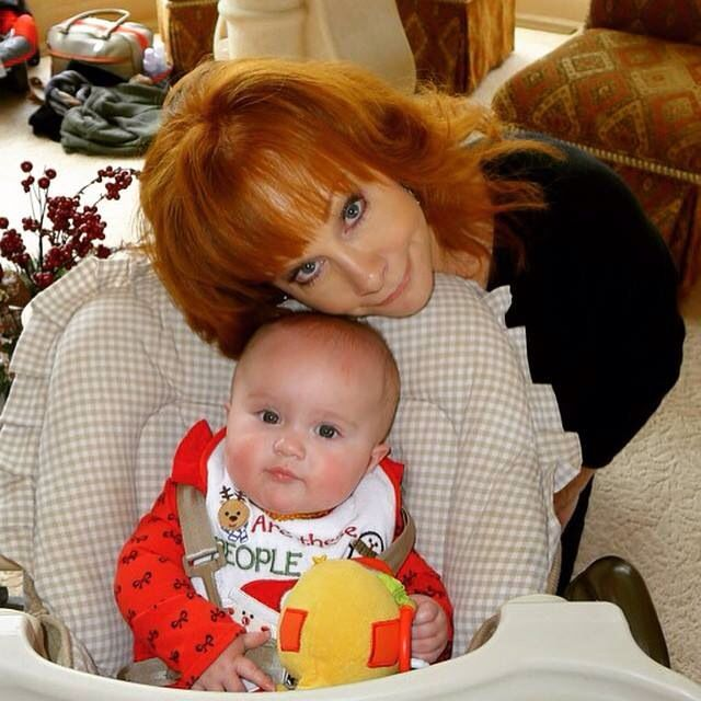 Reba's first Grandchild River, Kelly Clarkson's 1st Daughter
