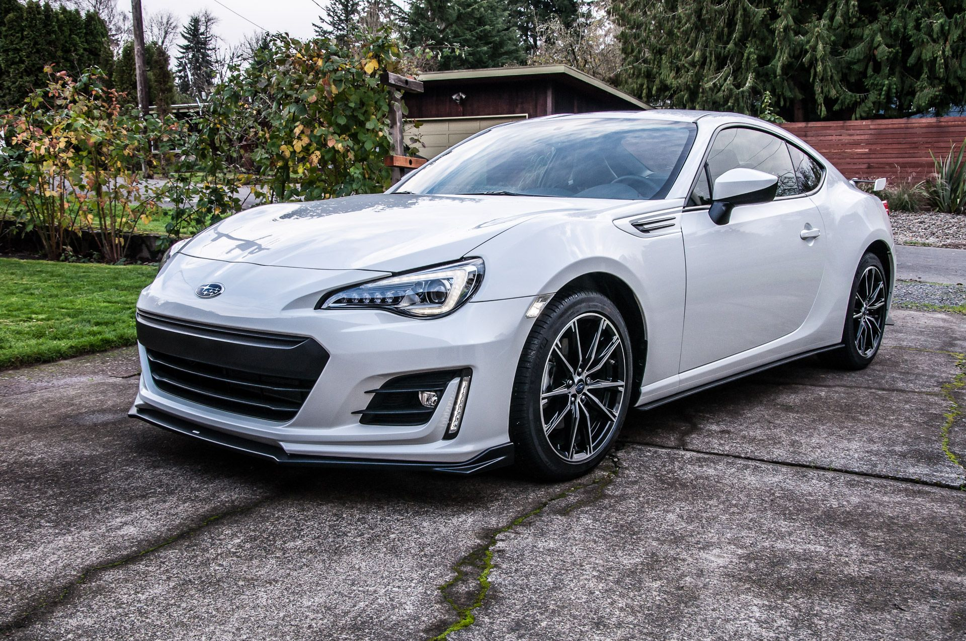 White 17 Brz With Some Sti Bits Nice The Vertical Drl Strips Are Kinda Neat