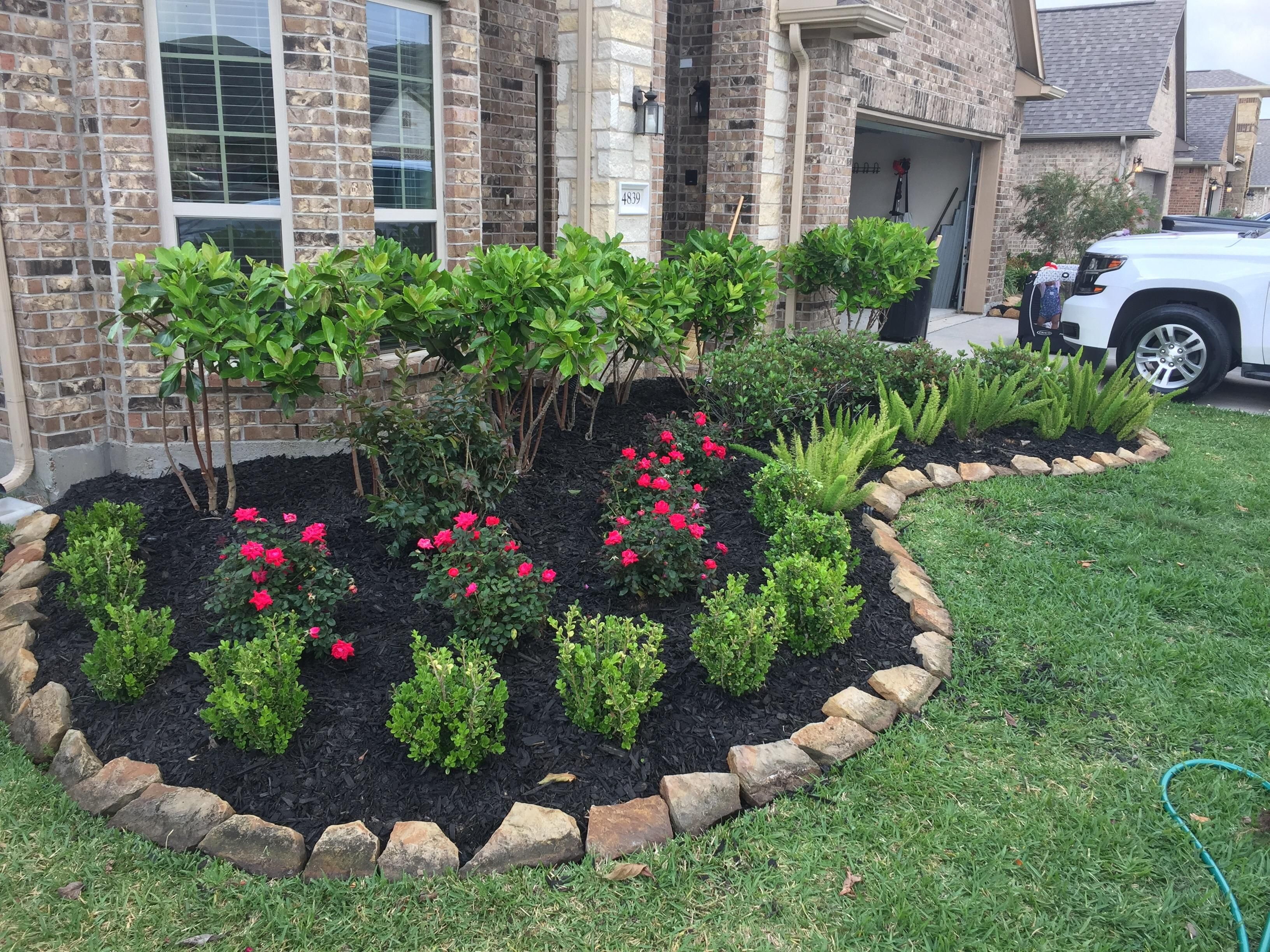Use Rocks From Bec Front Flower Beds Front Yard Flowers Backyard Flowers Beds