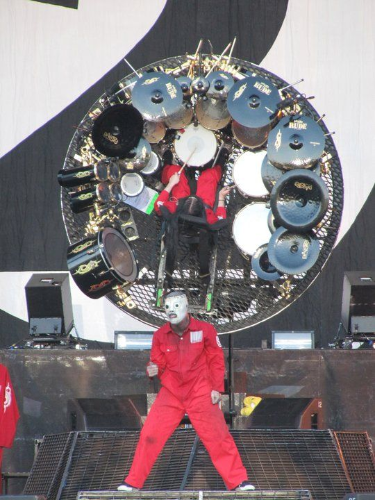 Corey Taylor and Joey Jordison of Slipknot rockin ...