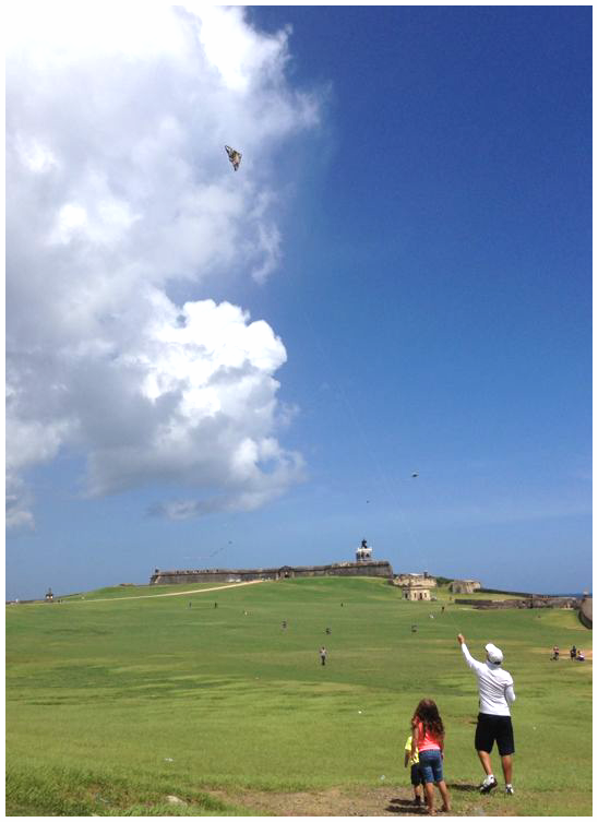 El Castillo de San Felipe del Morro y volar chiringas.