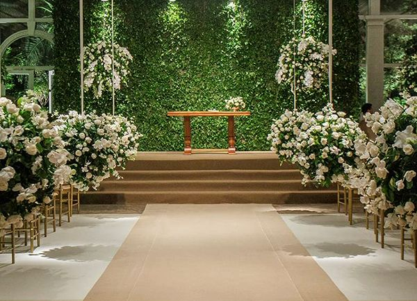 0d4398846f Cerimônia - Decoração em verde e branco para um casamento clássico (  Decoração  Flavia Fonseca de Moraes )
