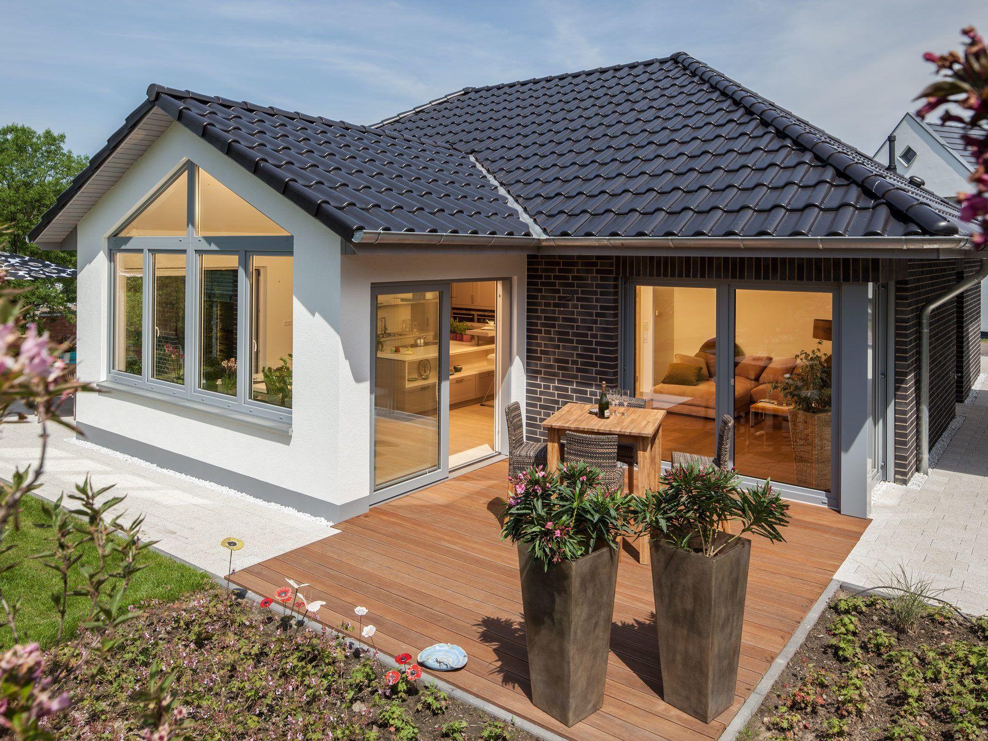 massivhaus mit walmdach musterhaus riedel baumeister haus weitere ansichten inkl. Black Bedroom Furniture Sets. Home Design Ideas