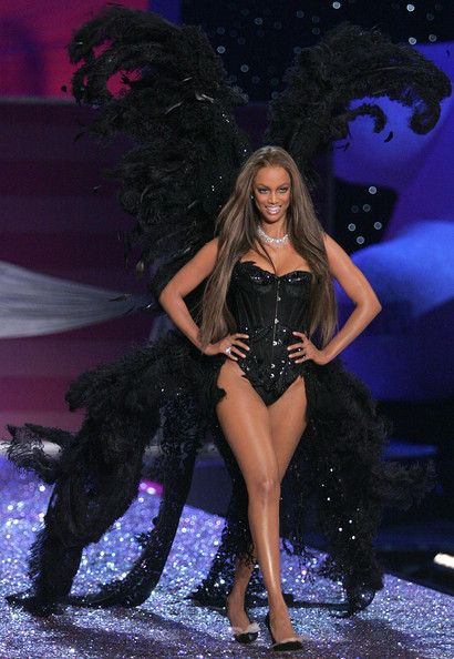 dfd72ddf14e8 Tyra Banks with her VS wings! talking about curves, Tyra Banks,. Tyra