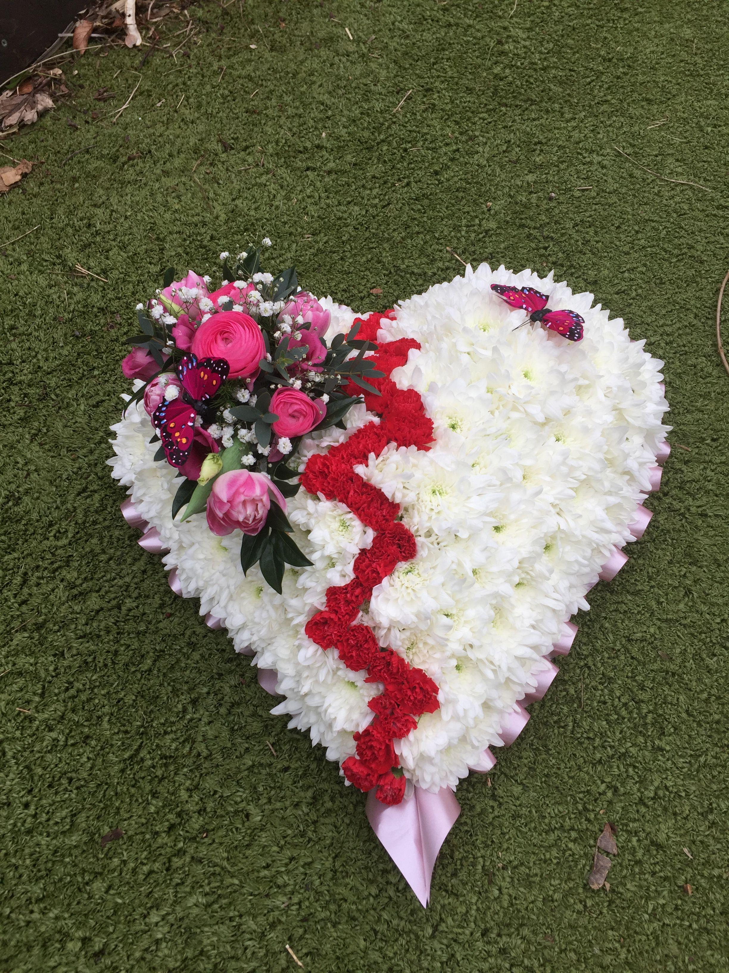 Broken Heart Funeral Tribute Funeral Flower S In 2018 Pinterest