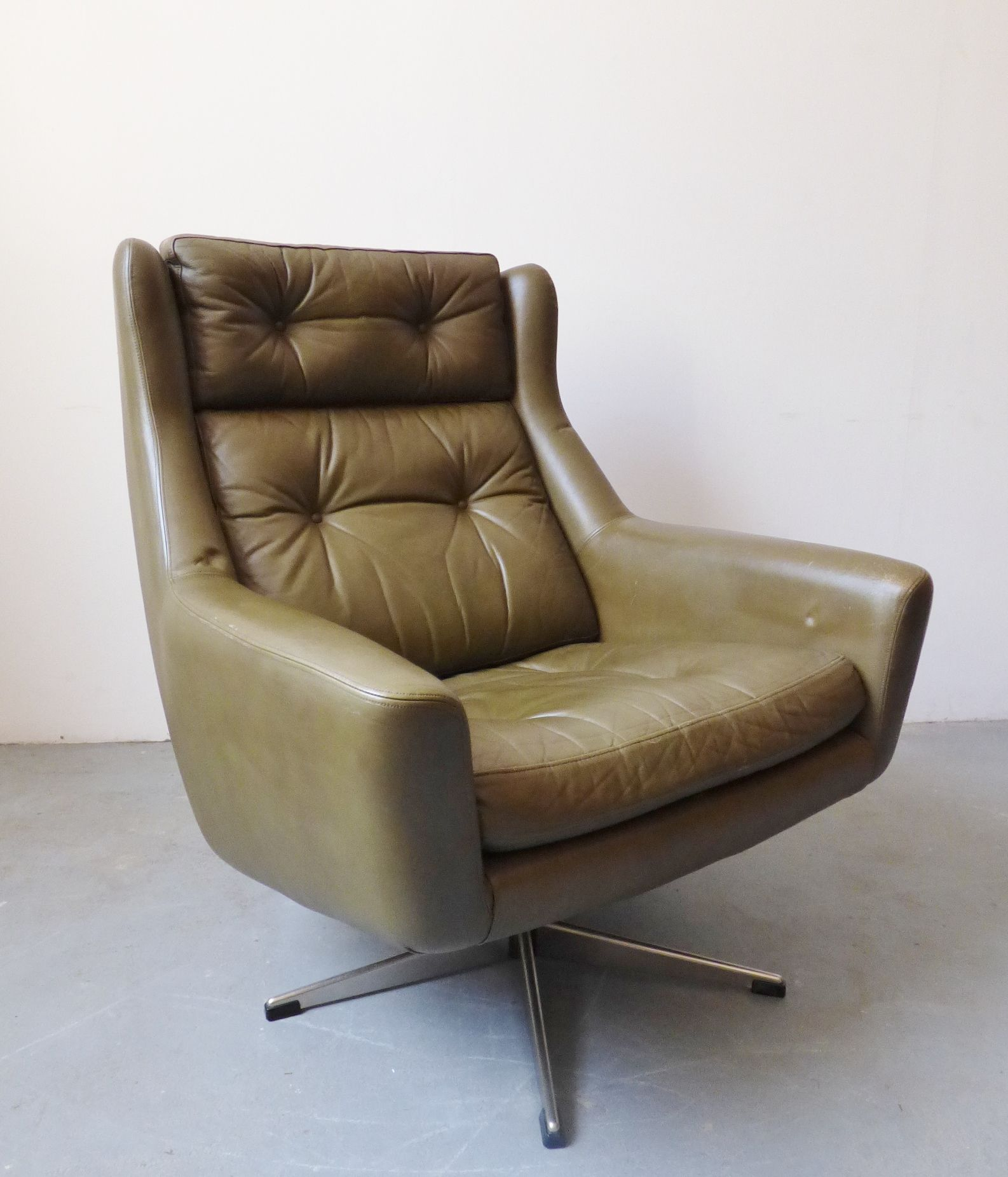 1960s Danish green leather Eran swivel chair Leather
