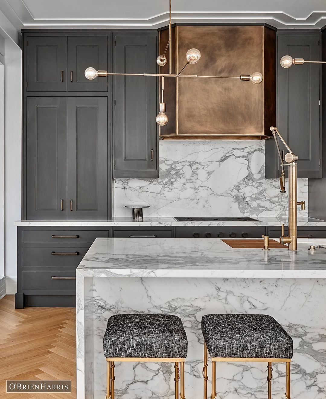 O Brien Harris On Instagram Hand Painted Charcoal Cabinetry With Burnished Brass Accents Combine For This Luxurious Loo Rustic Kitchen Design Home Decor Home