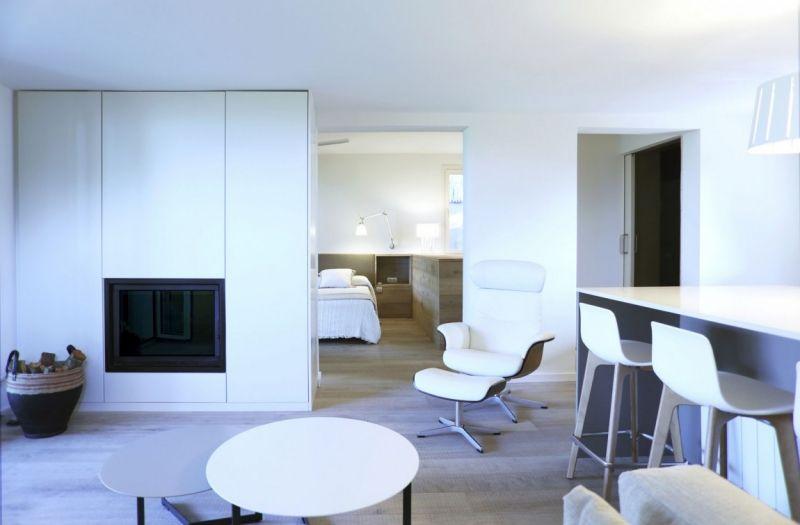simples Design und modernes Interieur in Weiß - Wohnzimmer