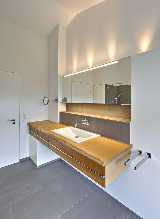 Einfamilienhaus Mit Schwebendem Dach Und Veranda In Bremen : Moderne  Badezimmer Von Möhring Architekten