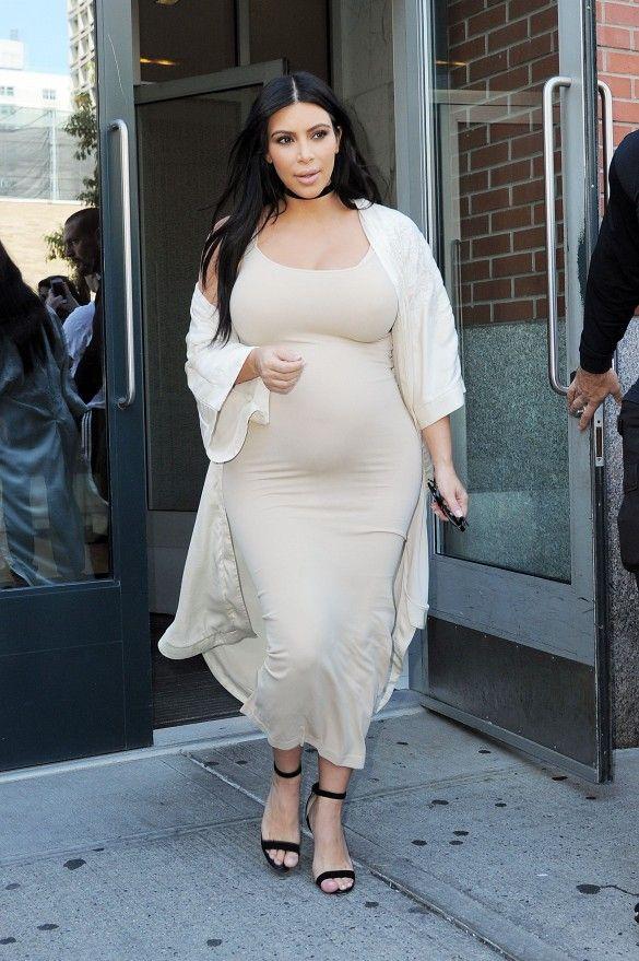 1ac4e6f2810 Kim Kardashian Masters Chic and Effortless at NYFW