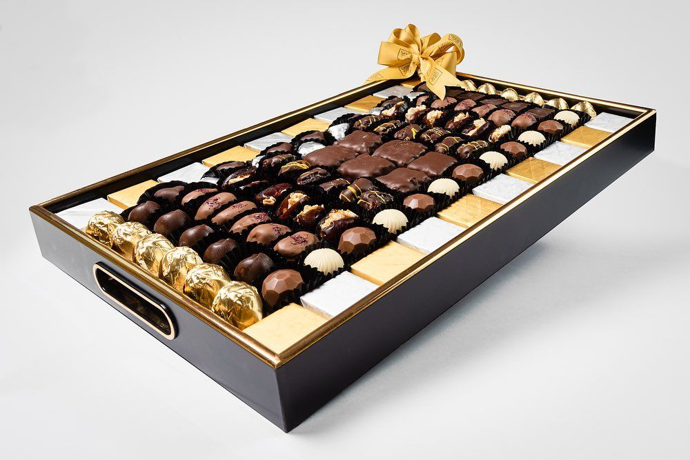 Eid Trey Is Here With Free Delivery صينية العيد جاهزة مع توصيل مجاني A Perfect Mix Of Chocolate Dipped Dates Chocolates And Wrapp Gifts Humidors Packaging