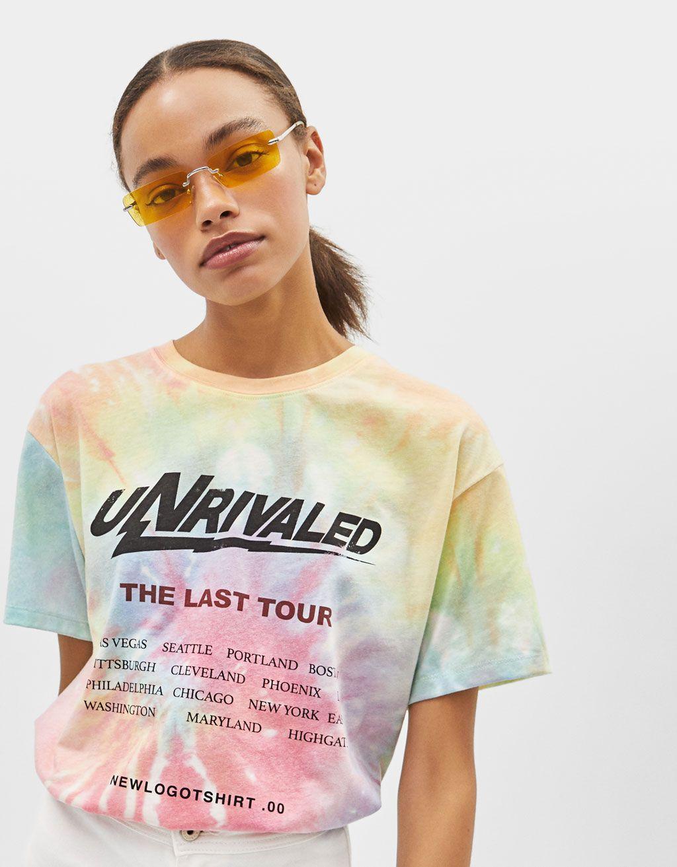 058faa3a1ed8 Camiseta Tie Dye con texto estampado in 2019