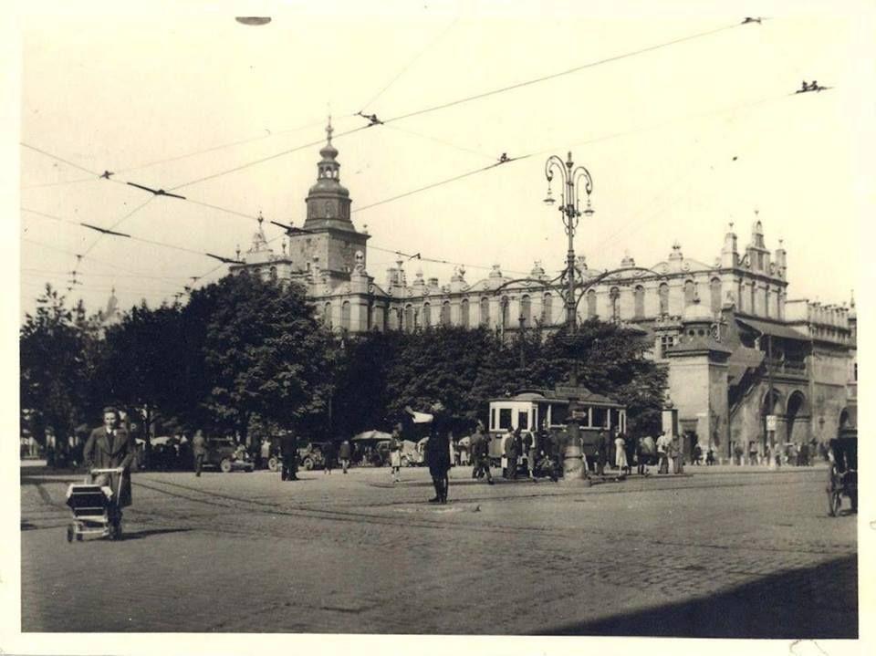 Rynek Glowny W 1942 Roku Zielen Tramwaj Taki Troszke Inny Klimat Krakow Poland Krakow Poland