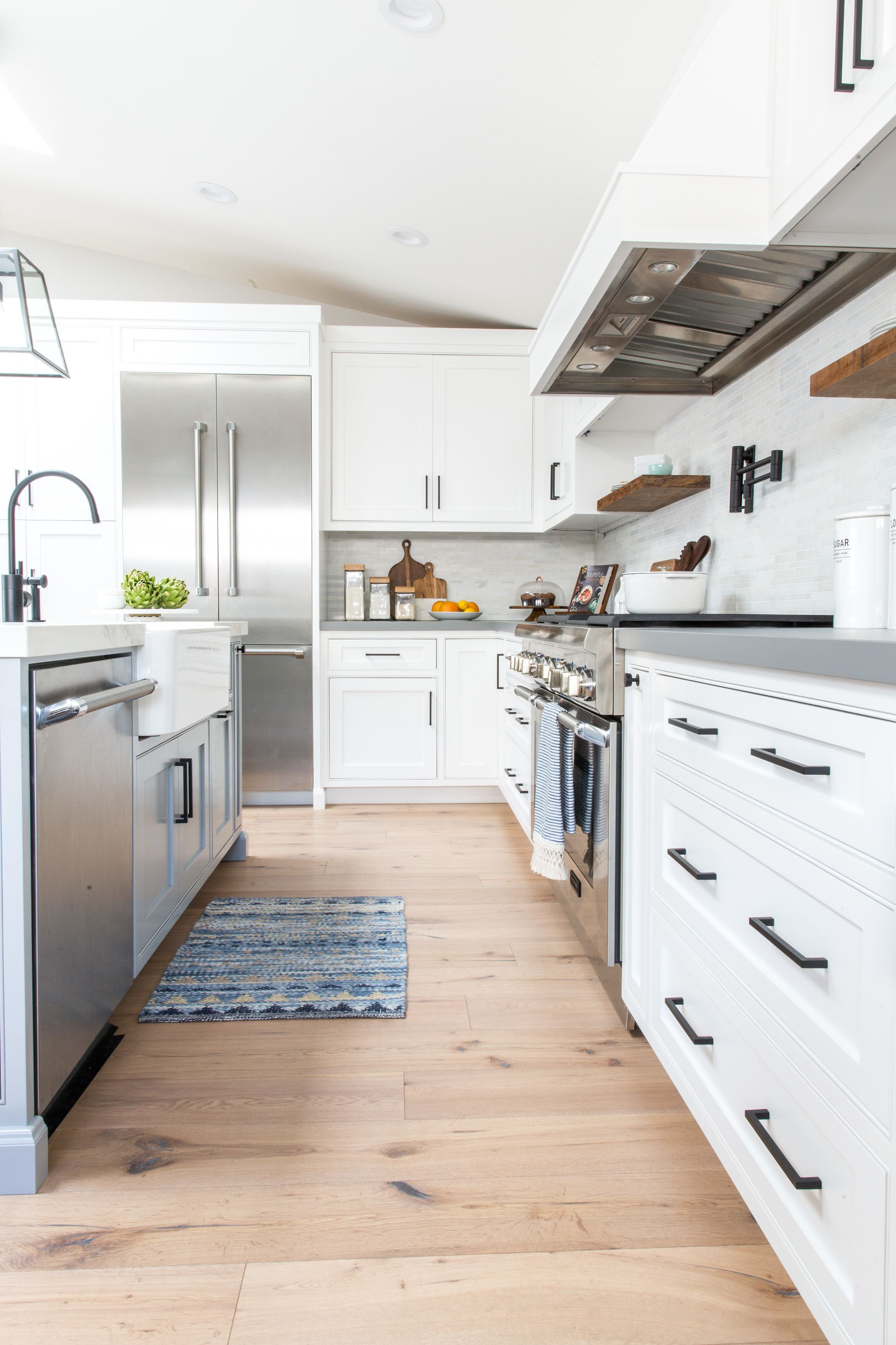 industrial farmhouse kitchen with matte black hardware lindye galloway interiors trendy on farmhouse kitchen hardware id=36690