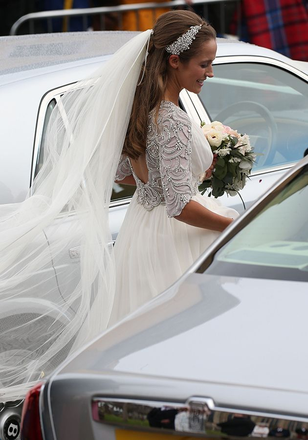 Kim Sears Wedding Dress Gets A Mixed Response On Twitter Fans Reckon Shes Trying To Hide Baby Bump