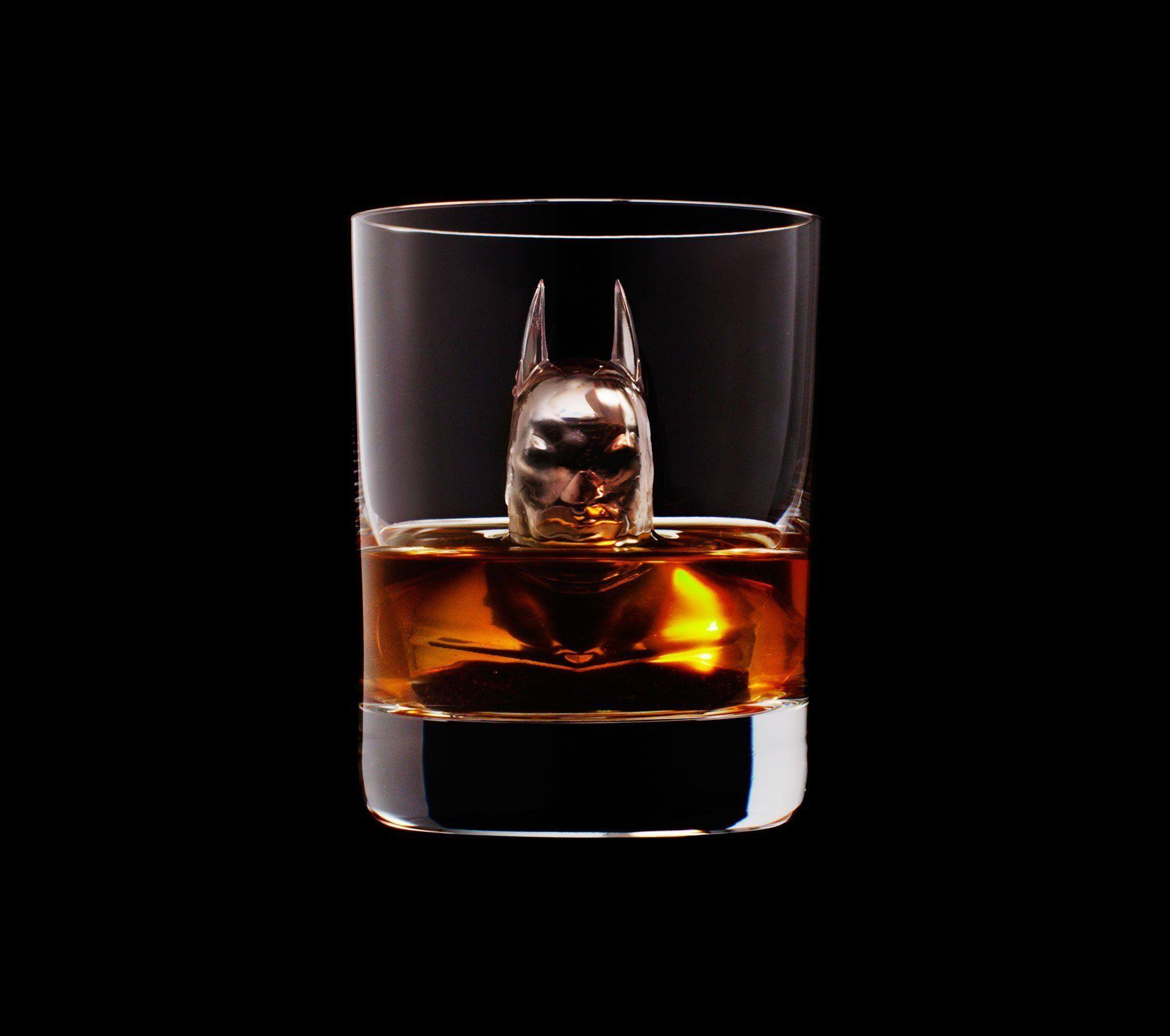 Estooo, Batman estás con Whisky al cuello